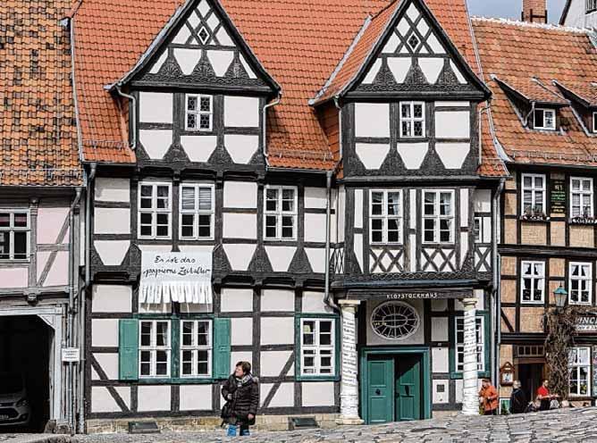 Im Quedlinburger Klopstockhaus am Schlossberg informiert eine neue Dauerausstellung über Leben und Werk des Dichters Friedrich Gottlieb Klopstock sowie der ersten promovierten Ärztin, Dorothea Christiana Erxleben, und des sportlichen Pädagogen GutsMuths. Foto: dpa