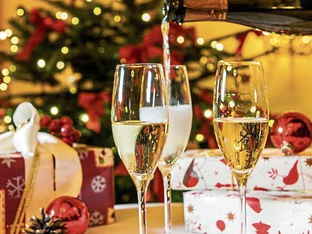 Weihnachten kommt bestimmt: Im Hotel Birke können Kollegen auch in diesem besonderen Jahr gemeinsam feiern–mit Abstand- und Hygieneregeln, aber trotzdem viel Rahmenprogramm. FOTO: HOTEL BIRKE