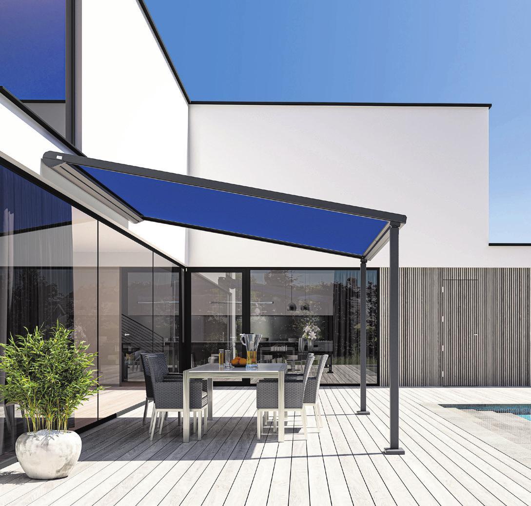 Fest installierte Pergolamarkisen mit tragenden Rahmen können als Fortsetzung der Hausarchitektur auf der Terrasse eingesetzt werden. Foto © djd/Lewens-Markisen