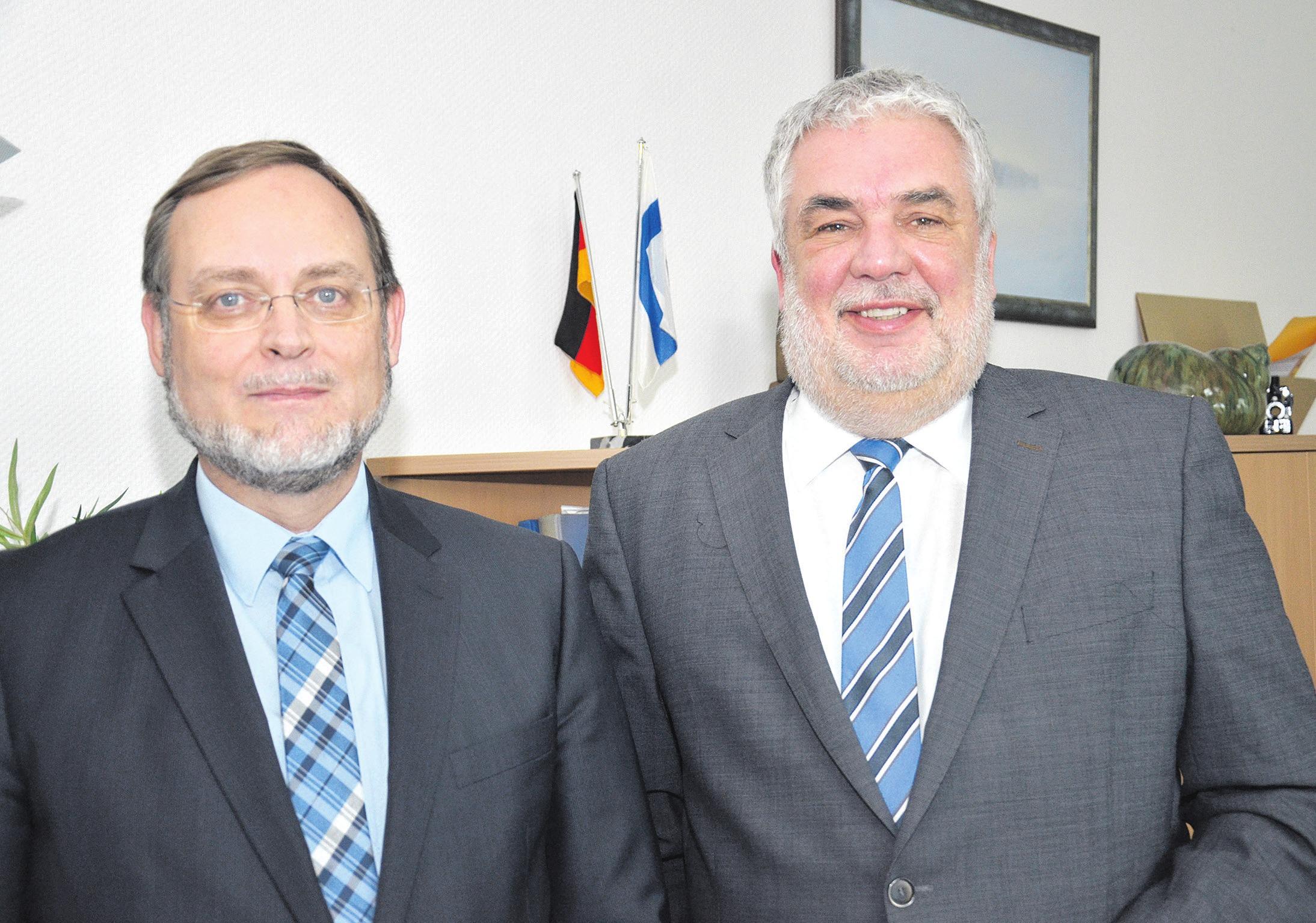 Erster Kreisrat Michael Cordioli (links) und Landrat Klaus Wiswe (rechts).