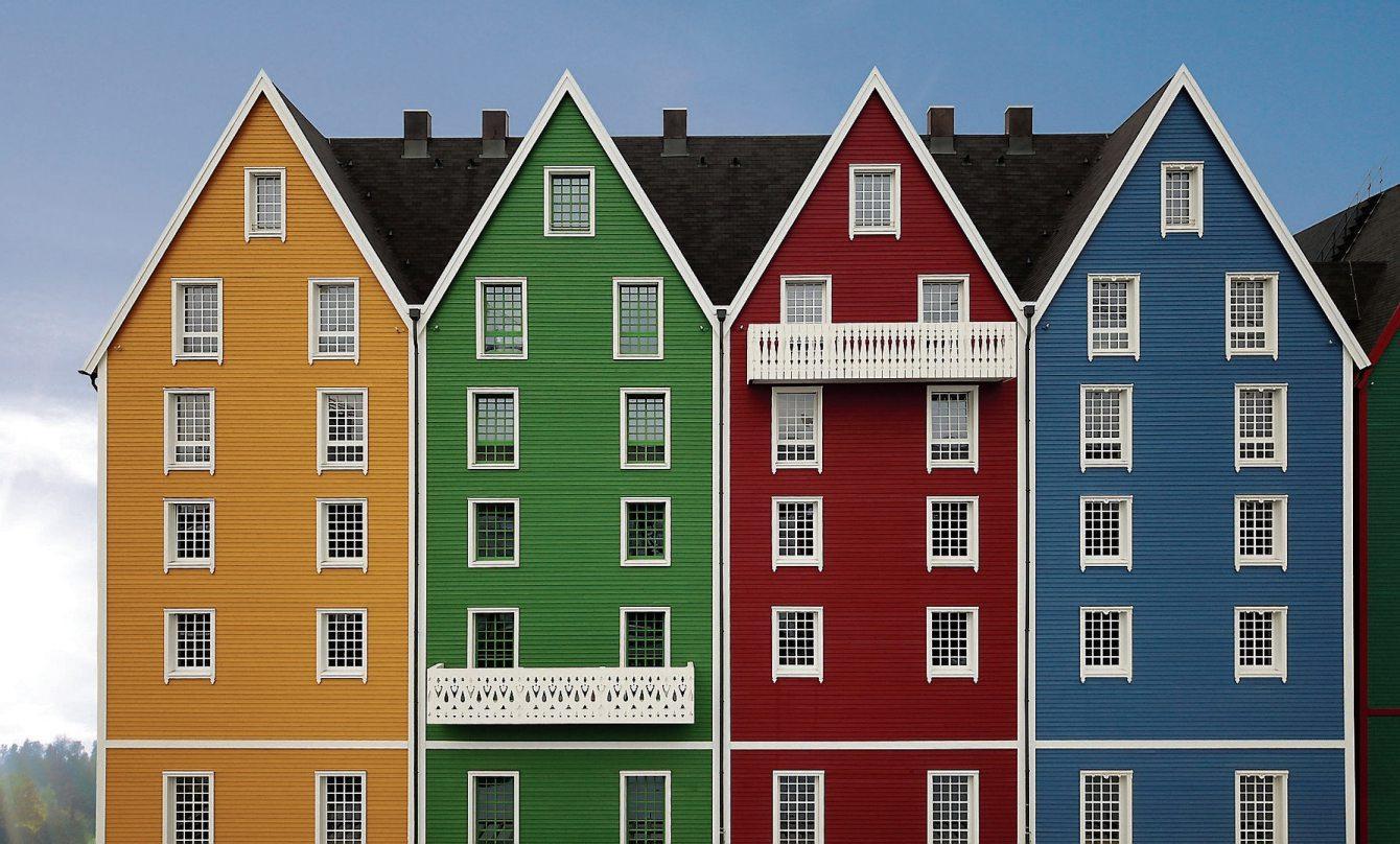 Referenzobjekte sind: das Hotel Kronasar im Europapark. Bilder: Fenster Ruoff