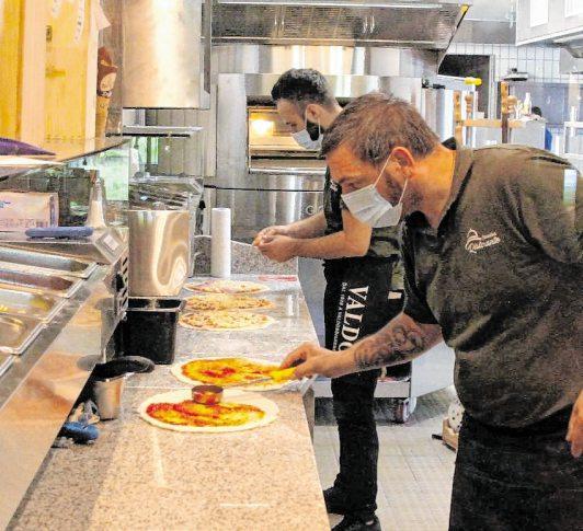 Die Brüder Carella bieten Pizza und Pasta vom Feinsten.