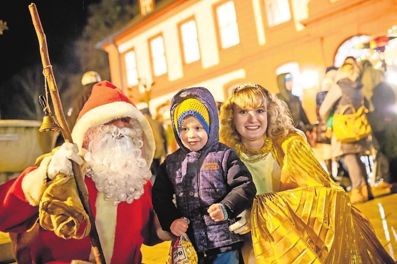 Da leuchten die Kinderaugen: Treff mit Nikolaus und Christkind.