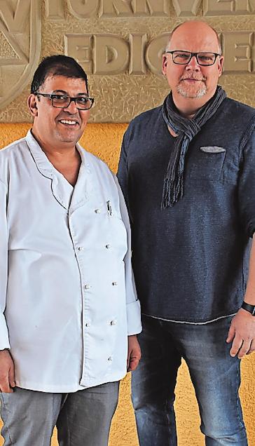 In der Edigheimer Vereinsgaststätte steht seit der Jahreswende Gamal Iskander amHerd (mit demTVE-Vereinsvorsitzenden Thorsten Binzer, rechts).