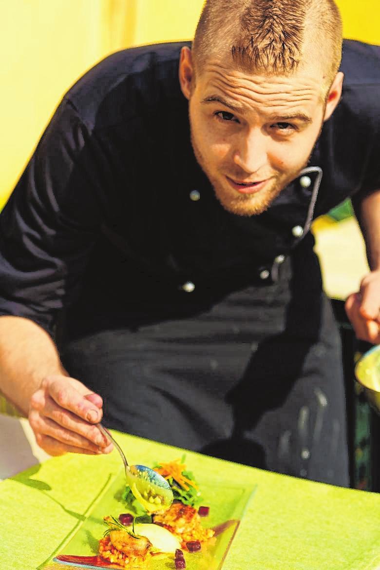 Auch das Auge isst mit, wenn Lukas Rönninger in der Küche zaubert.FOTO: CARMEN LECHNER
