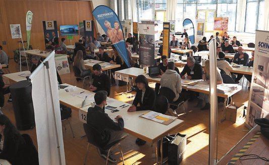Die beiden ersten Speed-Datings fanden in der Aula des Quenstedt-Gymnasiums statt. Dieses Mal ist der Veranstaltungsort die Kulturhalle in Dußlingen. Archivbild: Stadt Mössingen