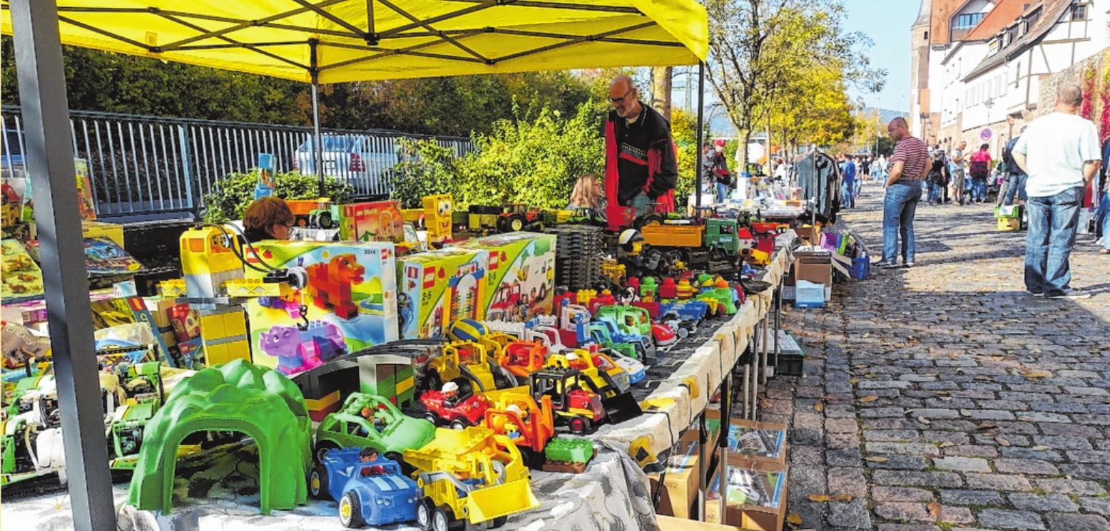 Wichtiger Bestandteil des Herbstmarktes in Gemünden ist der Flohmarkt. FOTO: MICHAEL FILIES