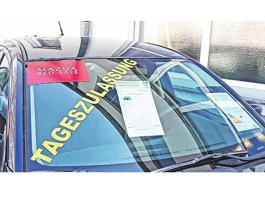 """Über 80 Mazda-Fahrzeuge sind im Autohaus Krämer zu """"RedSale""""-Konditionen zu haben."""