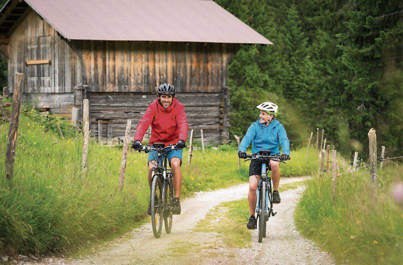 Ein hochwertiger Helm sollte bei allen Radtouren selbstverständlich sein. Bild: djd/Bosch eBike Systems