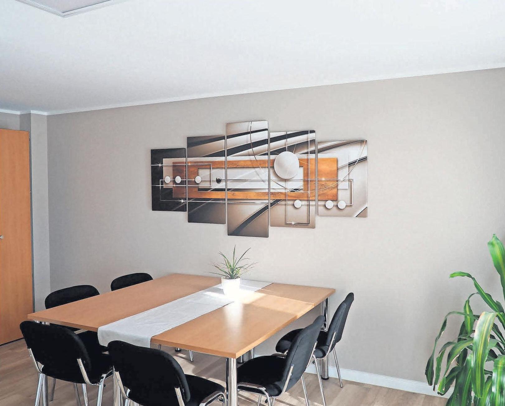 Der große Besprechungsraum im Erdgeschoss bietet viel Platz für Meetings und auch für Eigentümerversammlungen.