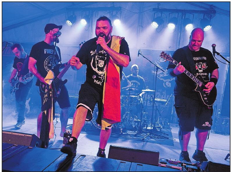 Fine R.I.P. rocken am Sonntag das Bürgerfest. FOTO: SCHOBER