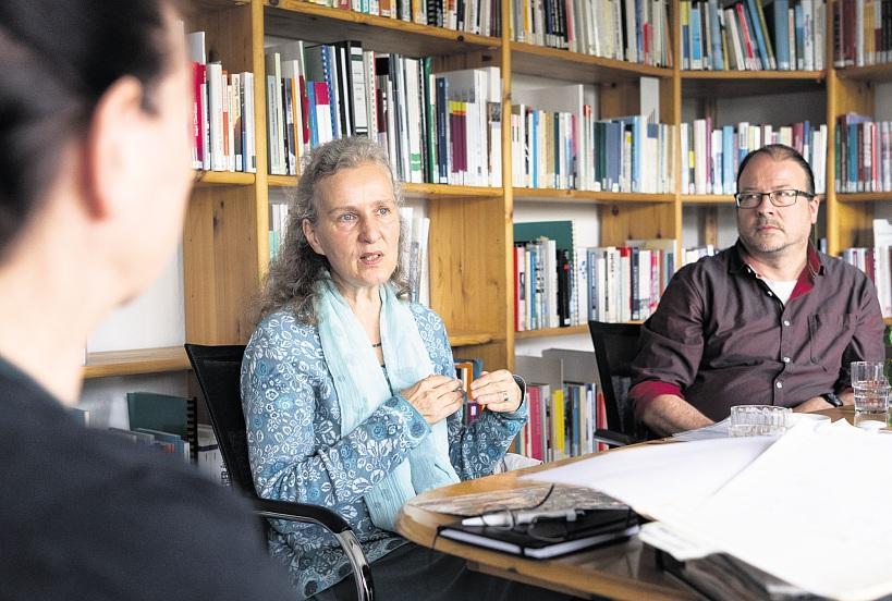 Einen anderen Sozialismus zu gestalten – darum sei es damals gegangen: Uta Loheit (M.) mit Anne Drescher und Burkhard Bley. FOTOS: VOLKER BOHLMANN
