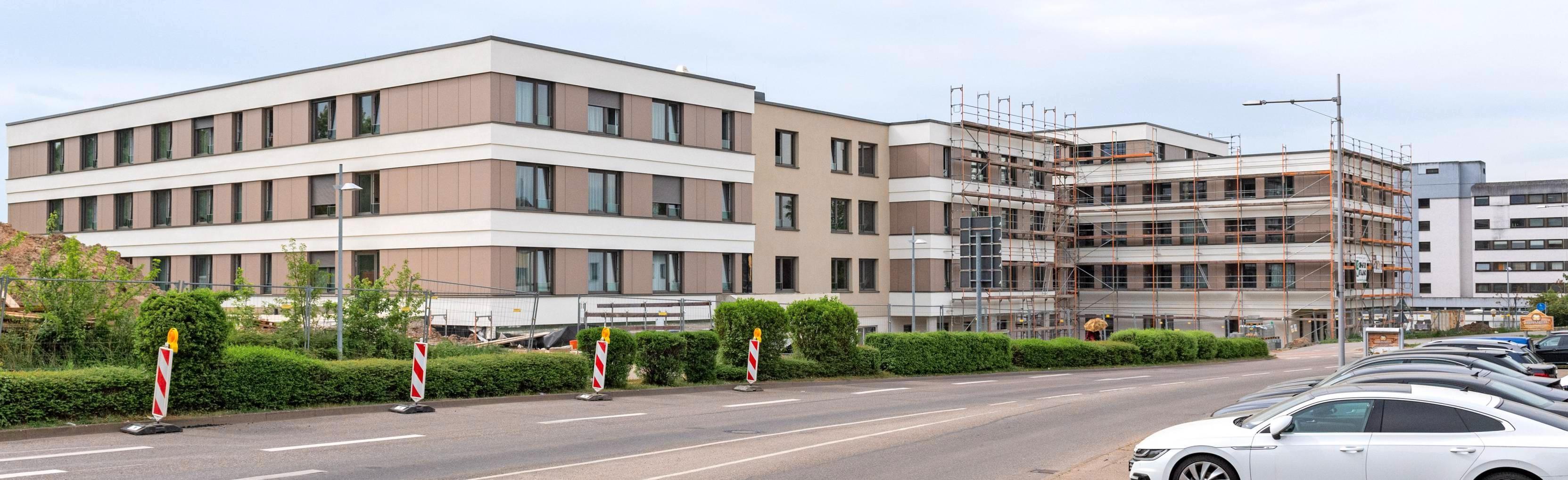 Schon seit Jahren legt die Stadt bei Neubauten – hier das Seniorenheim St. Vinzenz –Wert auf eine klimaschonende Umsetzung. Foto: Archiv/Berger