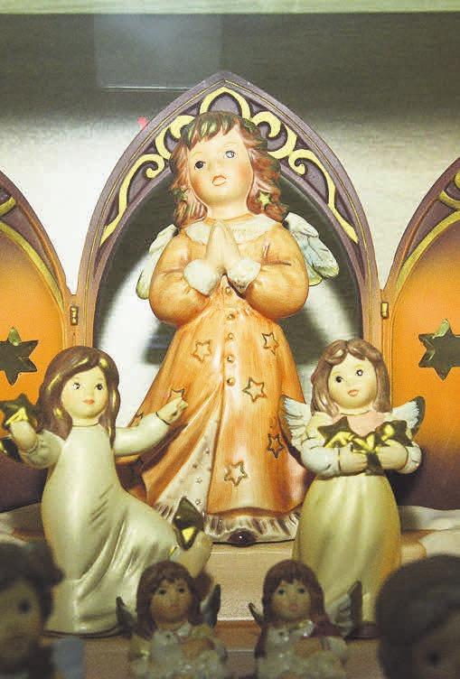 Mittlerweile hat Barbara Stoefer schon 130 Engel gesammelt.