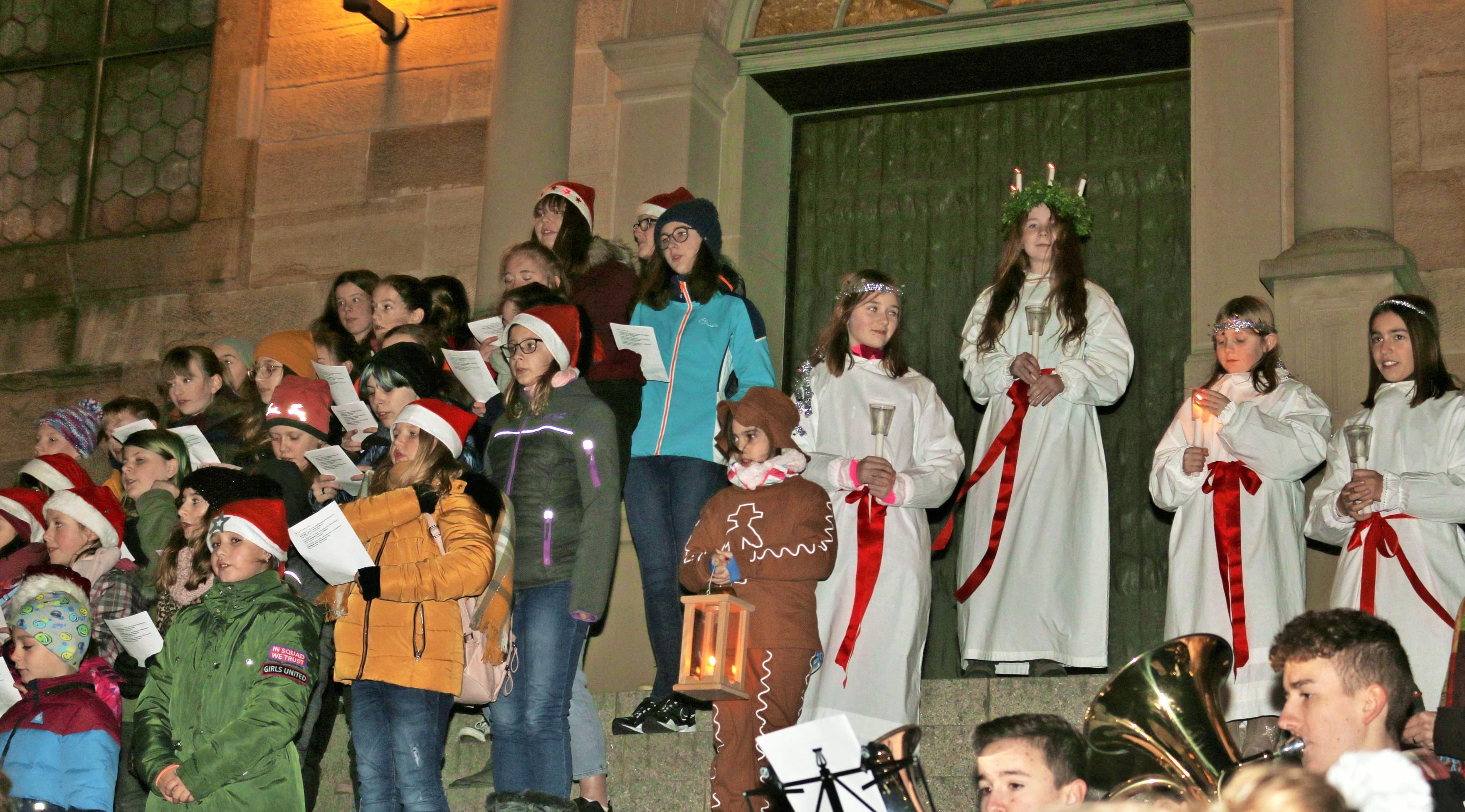 In Oedheim war wieder die heilige Lucia zu Besuch. Fotos: Ute Plückthun
