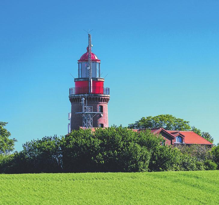 Der Leuchtturm Buk in Bastorf Bild iStock/TeleMakro Fotografie (Ina Hensel)