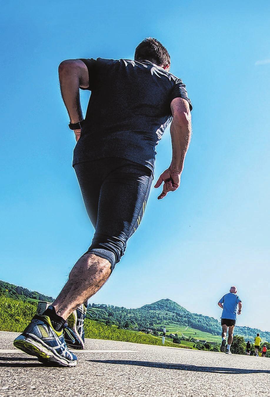 Als Läufer kann man viele persönliche Gipfel erklimmen. Ganz praktisch geht das auch beim Barbarossa Berglauf am 5. Mai 2019. Foto: Giacinto Carlucci Kopfbild: © vladakela/Fotolia.com