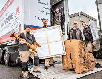 SCHNELL, PÜNKTLICH, ZUVERLÄSSIG: Die geschulten Monteure kümmern sich um den Ab- und Aufbau der Möbel und die transportsichere Verpackung des Hausrates. Foto: Jan Bode