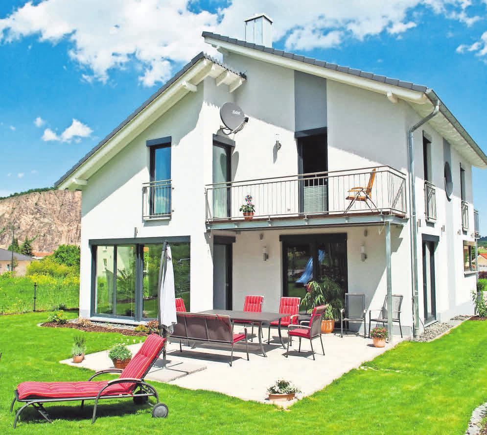 Wer die Außenanlagen seines Grundstückes professionell gestalten lassen möchte, der findet Partner bei den Fachbetrieben. Foto: LBS