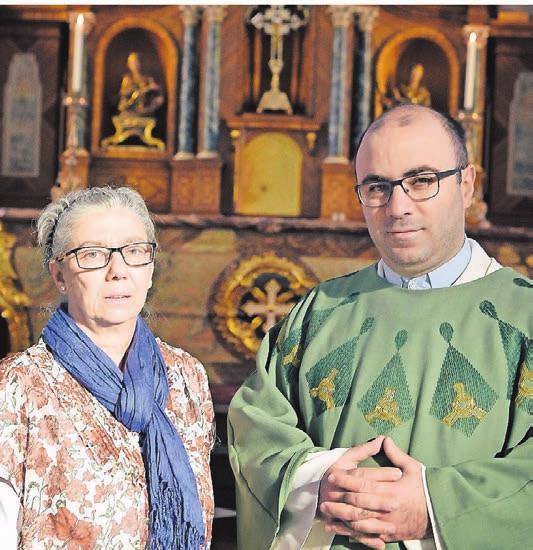 Maria Gallitelli und Pastor Don Angelo Ragosta von der Italienischen Katholischen Gemeinde Wuppertal
