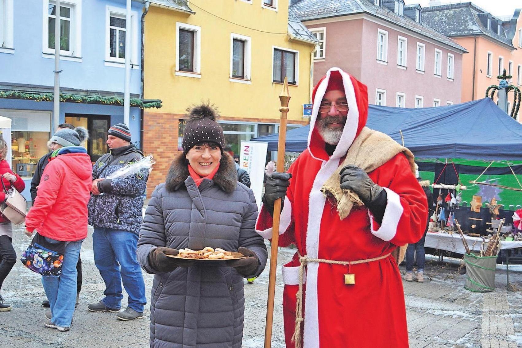 Am Samstag, 30. November, beginnt der karitative Weihnachtsmarkt auf dem Martin-Luther-Platz um 10 Uhr. Fotos: Silke Meier