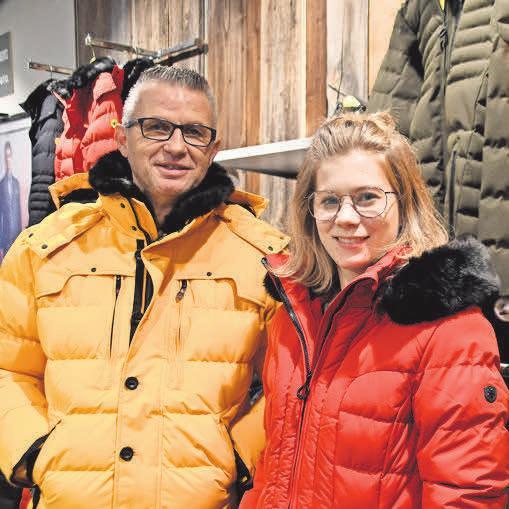 Power-Farben: Timm Gollub und Cira Kroening stellen die Trendjacken von Wellensteyn vor.