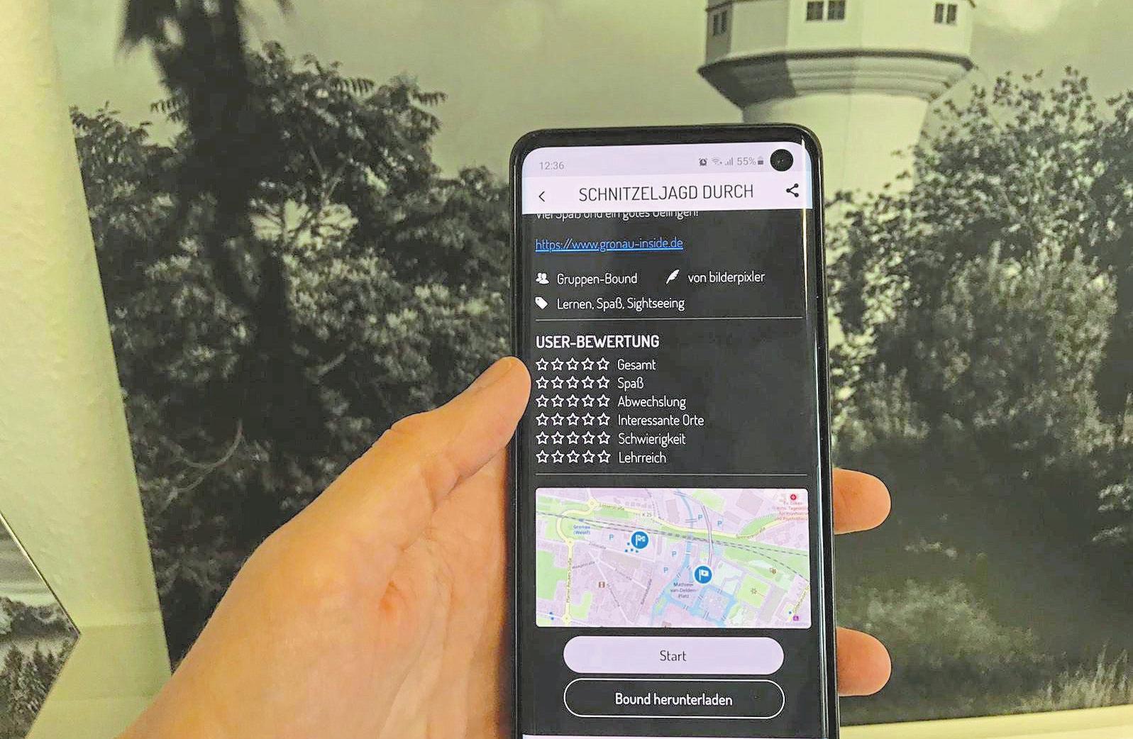Die Schnitzeljagd durch Gronau erfolgt mit Hilfe der App Actionbound. Foto: Stadtmarketing