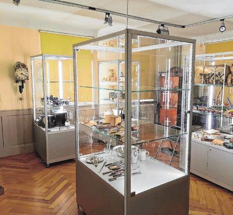 Neue Vitrine in den Räumen des Museums. Foto: Rainer Kollmer