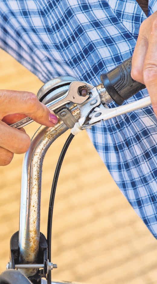 Für die Fahrradreparatur wird ein Schraubenschlüsselsatz benötig.