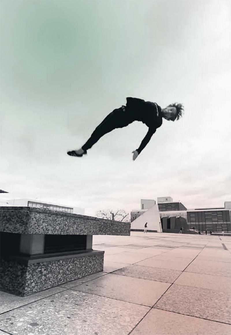 Parkourläufer Lucas Wilson nutzt den urbanen Raum als Spielfeld, um Körper und Geist fit zu halten