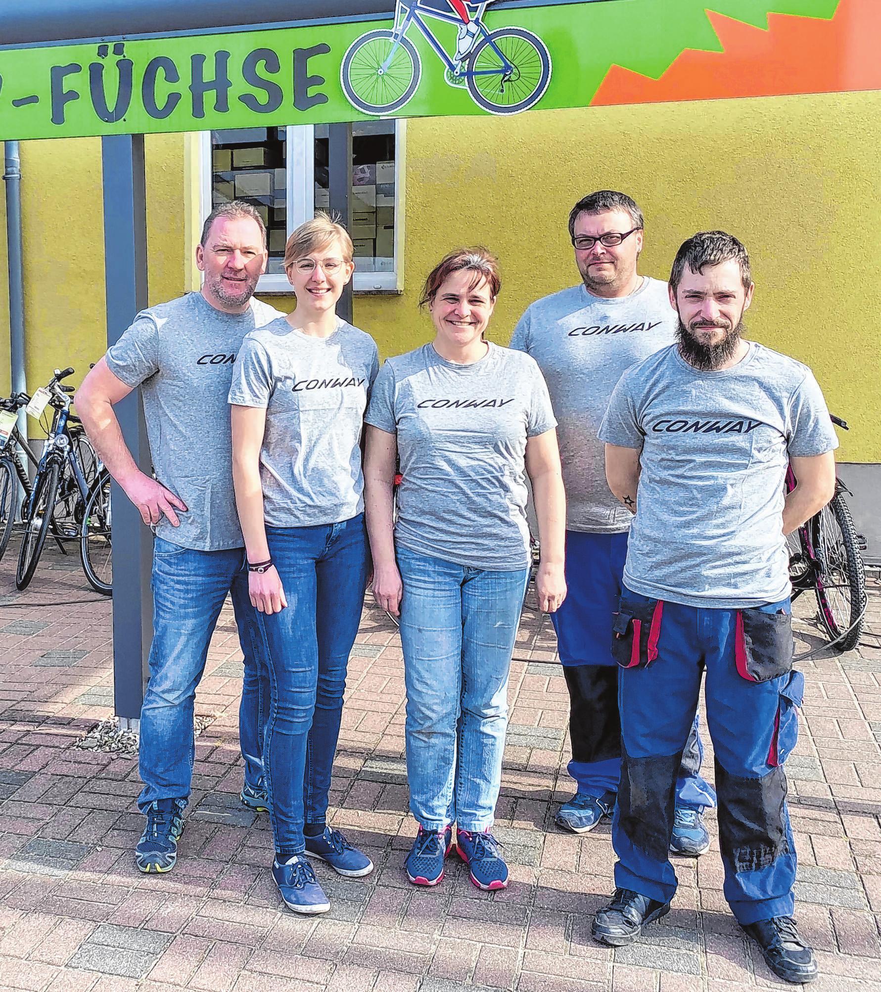 Mit Rat und Tat für ihre Kunden vor Ort: das Team der Fürstenwalder Fahrrad-Füchse Foto: Roland Pirke