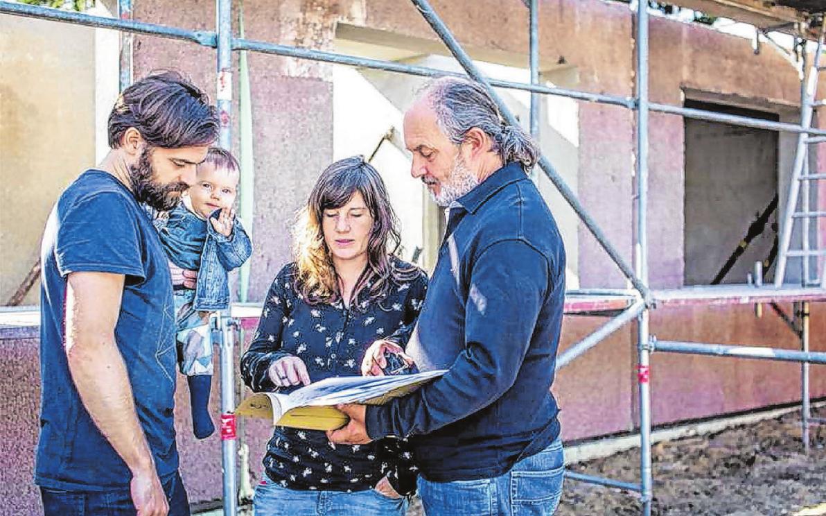 Bei der Planung und dem Bau eines besonders energiesparenden Hauses lohnt es sich, unabhängige Fachleute zu Rate zu ziehen. Foto:djd/Bauherren-Schutzbund
