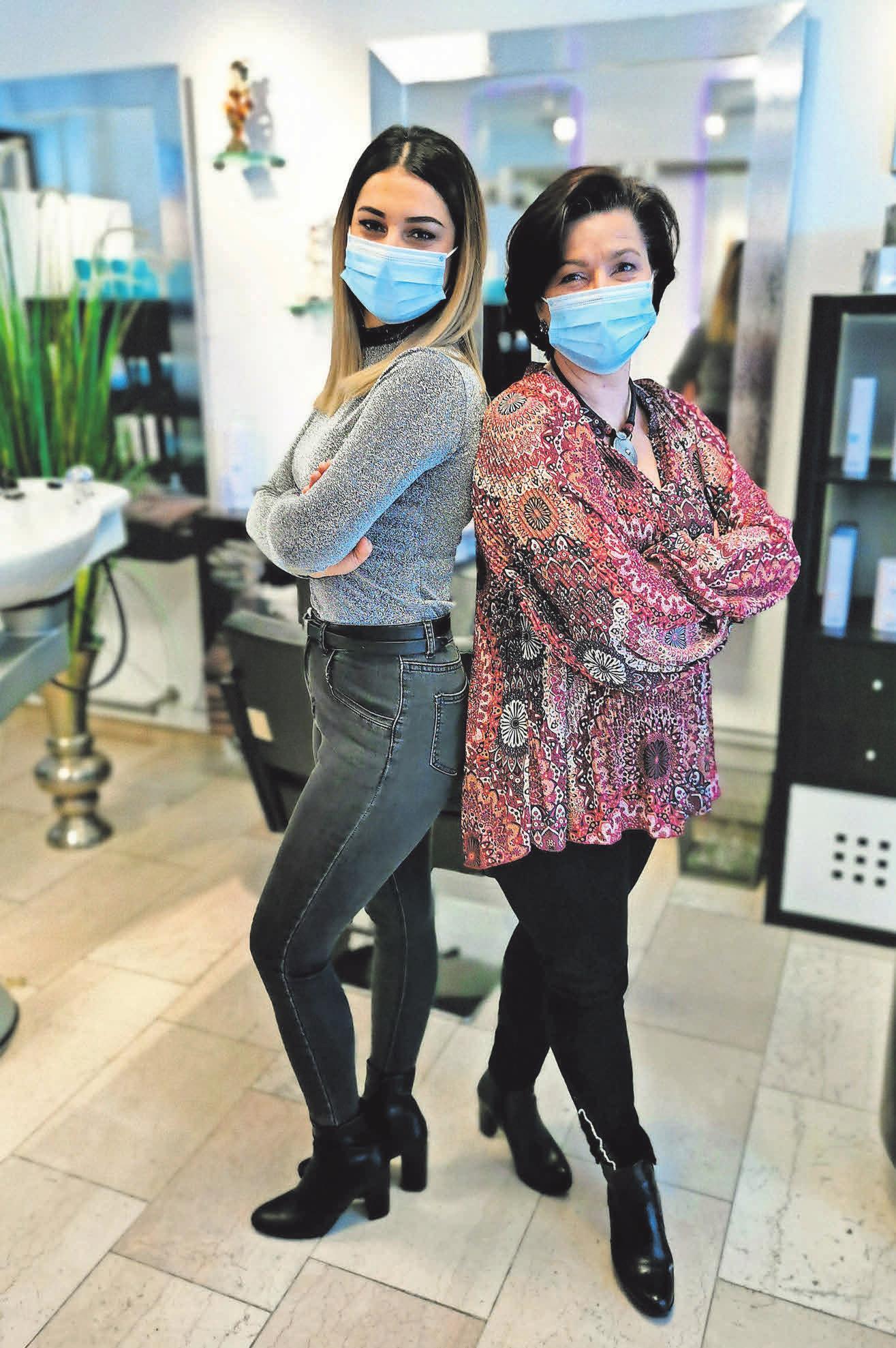 Youngstylistin Jasmin Al Dalo (links) arbeitet im Geschäft ab sofort Seite an Seite mit Inhaberin Martina Thuns.