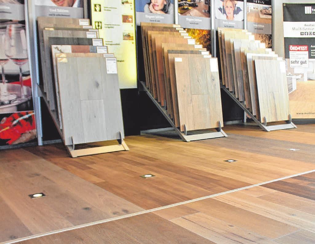 Große Austellung an Böden bei Holz-Scheck FOTO: SU