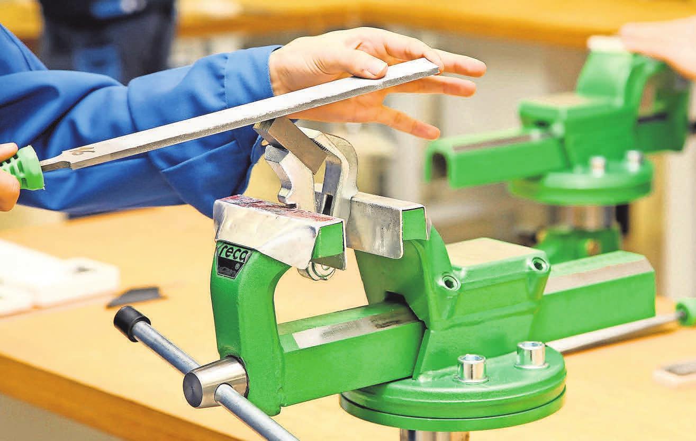 Handwerksberufe stehen bei Auszubildenden wieder hoch im Kurs. Foto: Landtagsklub, Pixelio.de