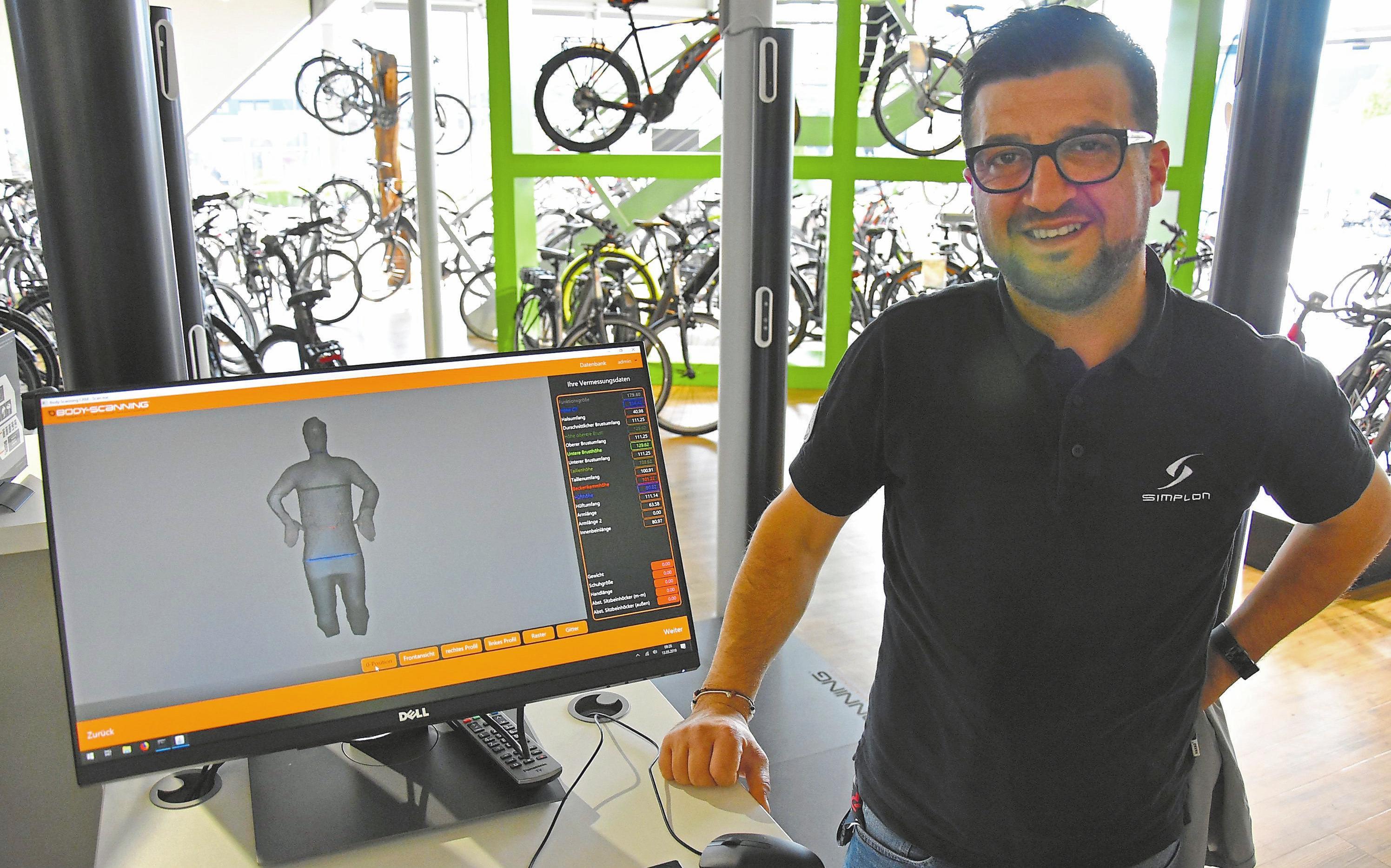 Zeyno Iflazoglu, Fachberater beim Fahrradprofi Schnieder, schwört auf die moderne Ergonomieberatung mit dem 3D-360 Grad Bodyscanning.