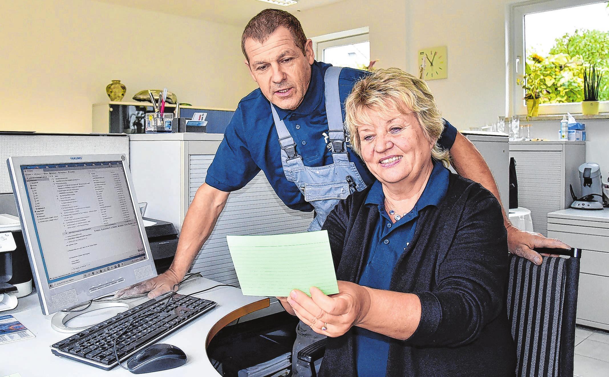 Im Büro laufen alle Fäden zusammen, von der Auftragsannahme bis hin zur Rechnungslegung besprechen Firmenchef Lutz-Mario Ludwig und Ehefrau Petra jeden Morgen die Arbeit des Tages.