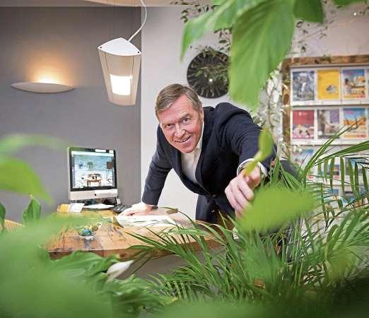 Spezialist für Urlaubsreisen und Kreuzfahrten mit individueller Beratung rund um die Reiseplanung: Bernd Klose FOTO: PEPE LANGE