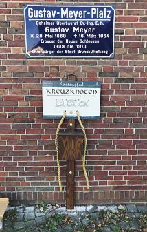 Touristen können sich in Brunsbüttel an Seemannsknoten versuchen und dabei gleichzeitig die Stadt erkunden