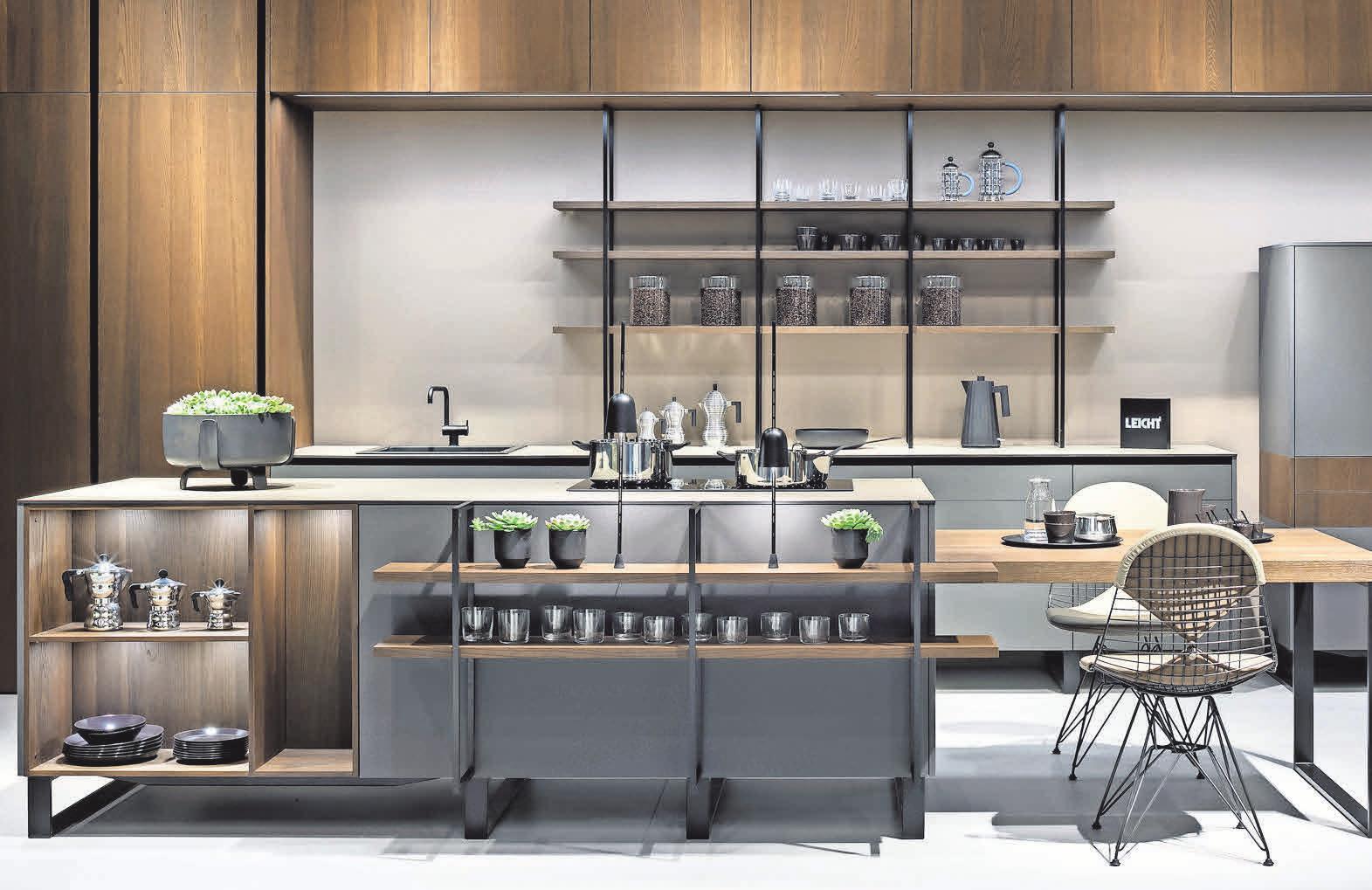 Abwechslungsreiche Materialkombinationen stehen bei den Küchen des Herstellers Leicht im Vordergrund