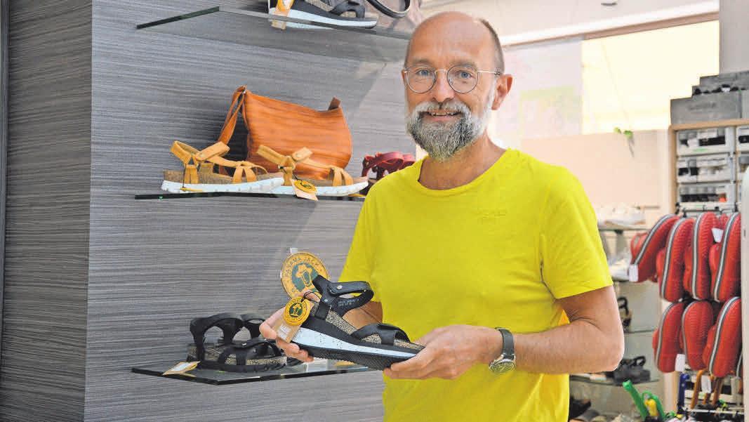 Für einen kreativen und natürlichen Look empfiehlt Martin Polch die bequemen Ledersandalen der spanischen Firma Panama Jack.