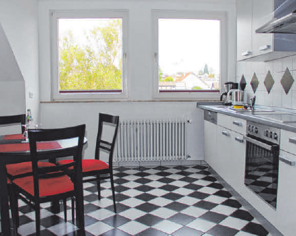 In der separaten Küche können sich die Gäste ideal selbst versorgen: Sie verfügt über eine Spülmaschine, einen Herd mit Cerankochfeld, eine Kaffeemaschine, einen Wasserkocher und einen Toaster.