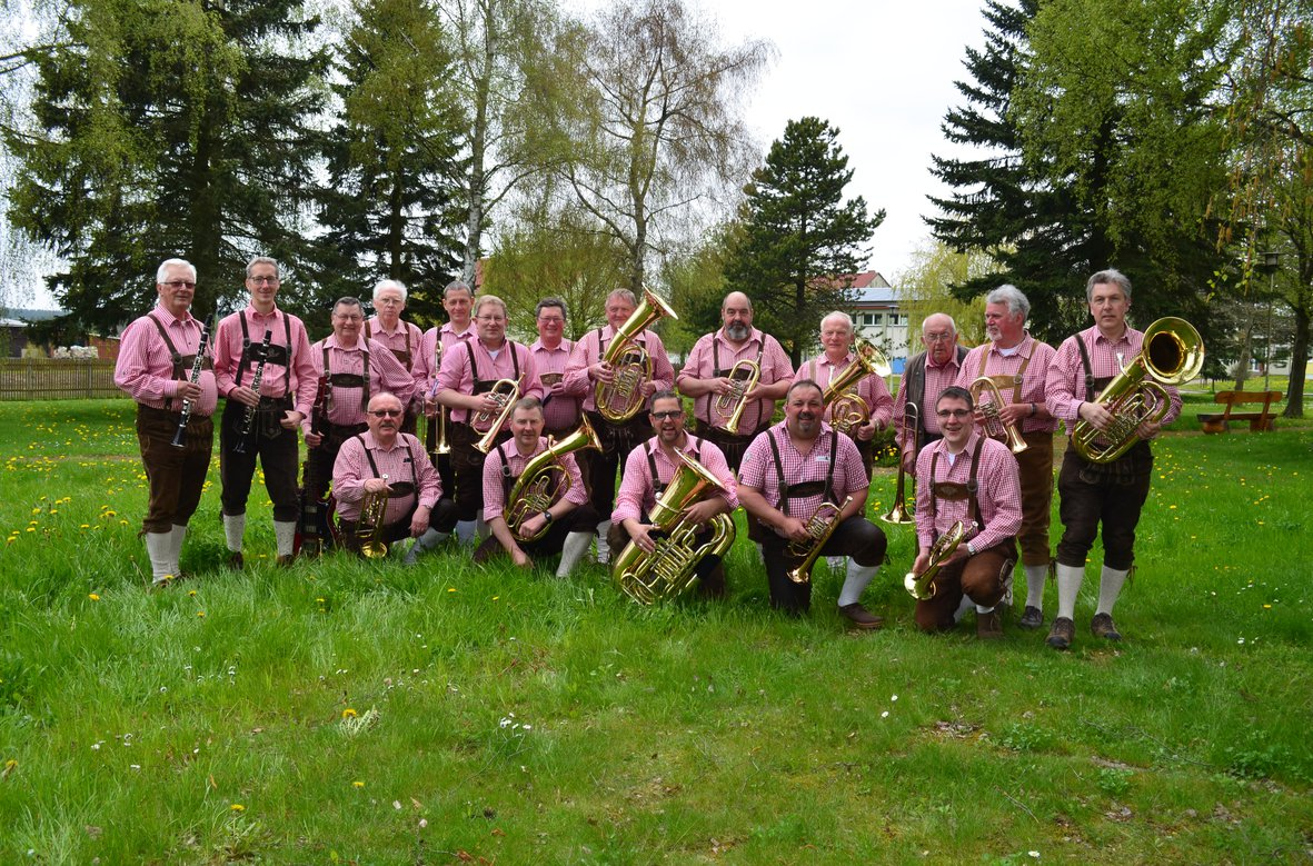 """Die """"Einetaler Jäger"""" sind am Sonntag von 11.30 bis 13.30 Uhr mit zünftiger Blasmusik zu Gast. FOTO: BAND"""