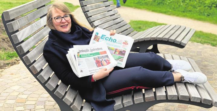 Mediaberaterin Nicole Hoensch-Hampel ist für die Kunden im Verbreitungsgebiet von Echo-Wochenblatt und Lauenburgischer Landeszeitung unterwegs. Hier hat sie es sich auf einer Bank bequem gemacht. Foto: Privat