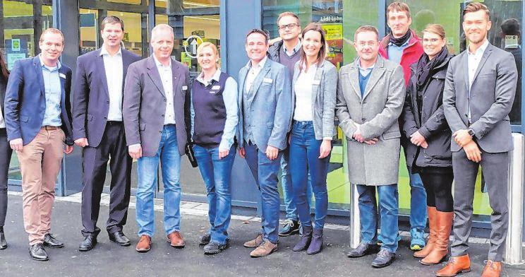 Vertreter von Lidl, von Ratisbona und Berge-Bau sowie Ortsbürgermeister Maik Köhler wohnten der Neueröffnung bei.