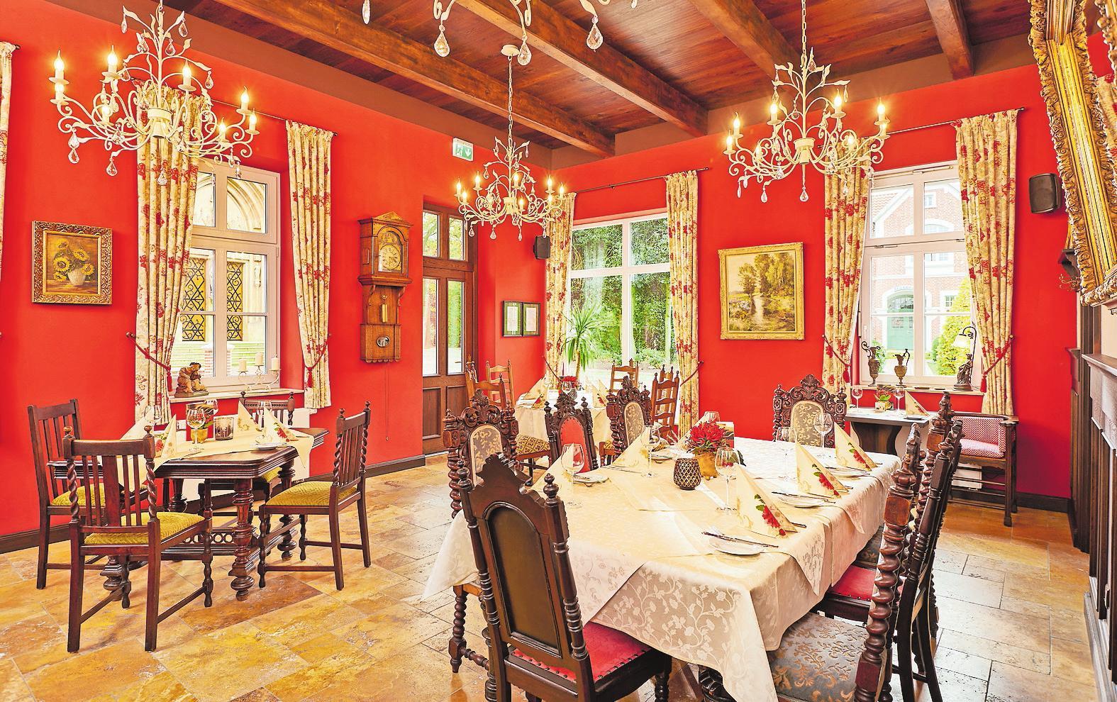 Das Restaurant: Hier können sich die Gäste wohlfühlen. Mit viel Gefühl für die Geschichte des Hauses wurden die Räume eingerichtet. Fotos: © Ratsklause