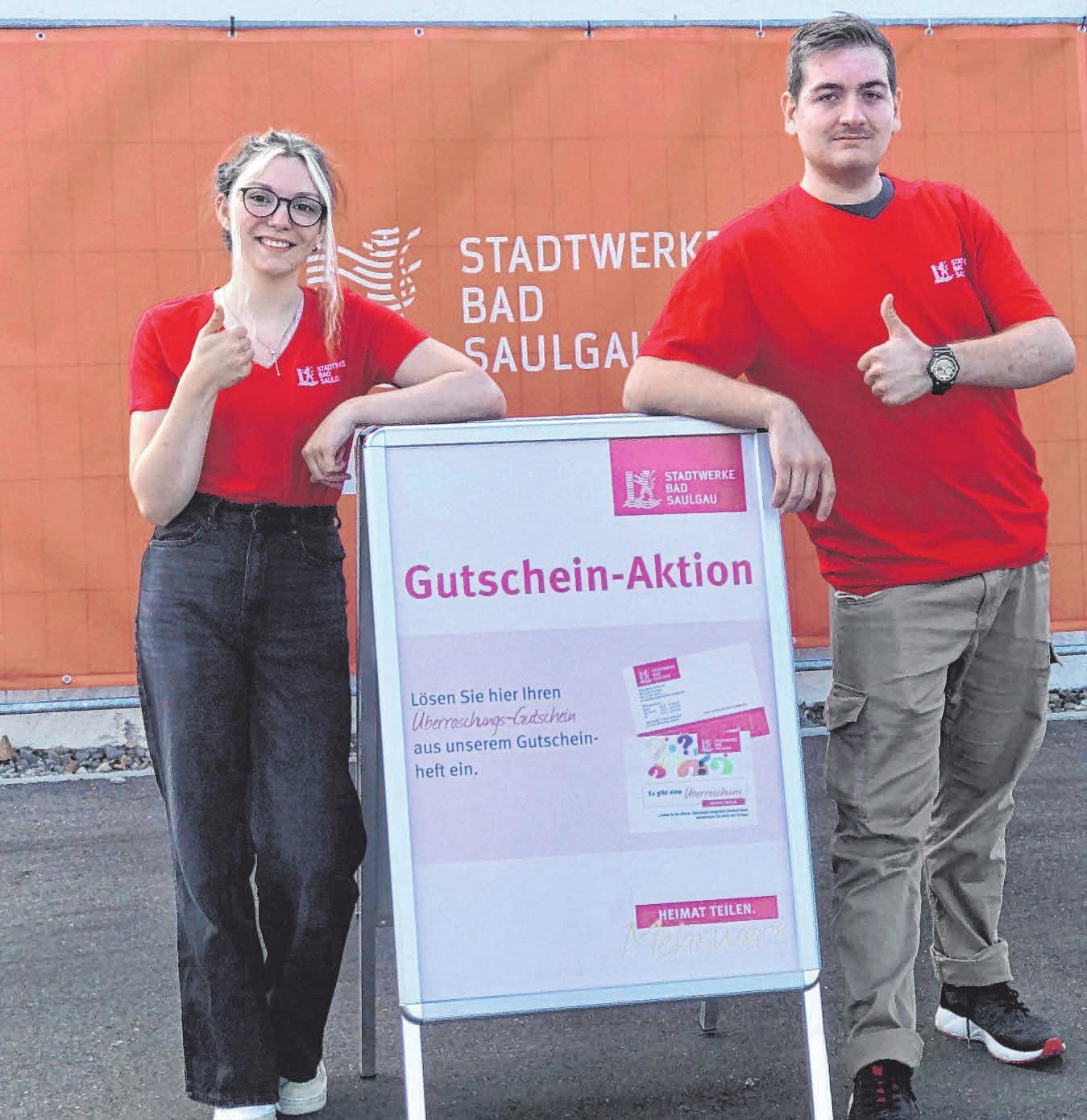 """Energiekunden sollten ihr Vorteilsheft mit dem Gutschein """"Es gibt eine Überraschung"""" dabei haben. Foto: Stadtwerke Bad Saulgau"""
