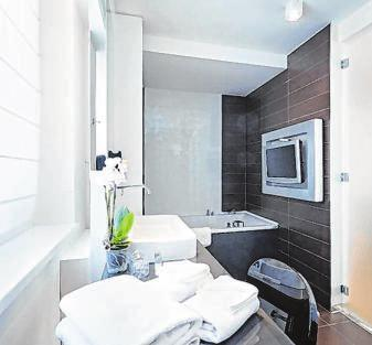 Die Digitalisierung ist im Badezimmer angekommen. Foto: rilueda/Fotolia/ZVSHK