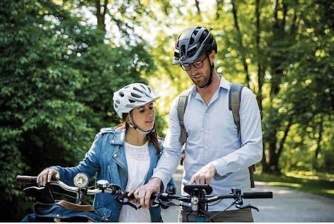 Ob zur Arbeit oder in der Freizeit, mit E-Bikes ist man ideal unterwegs. Bilder: djd/Bosch, www.flyer-bikes.com/pd-f