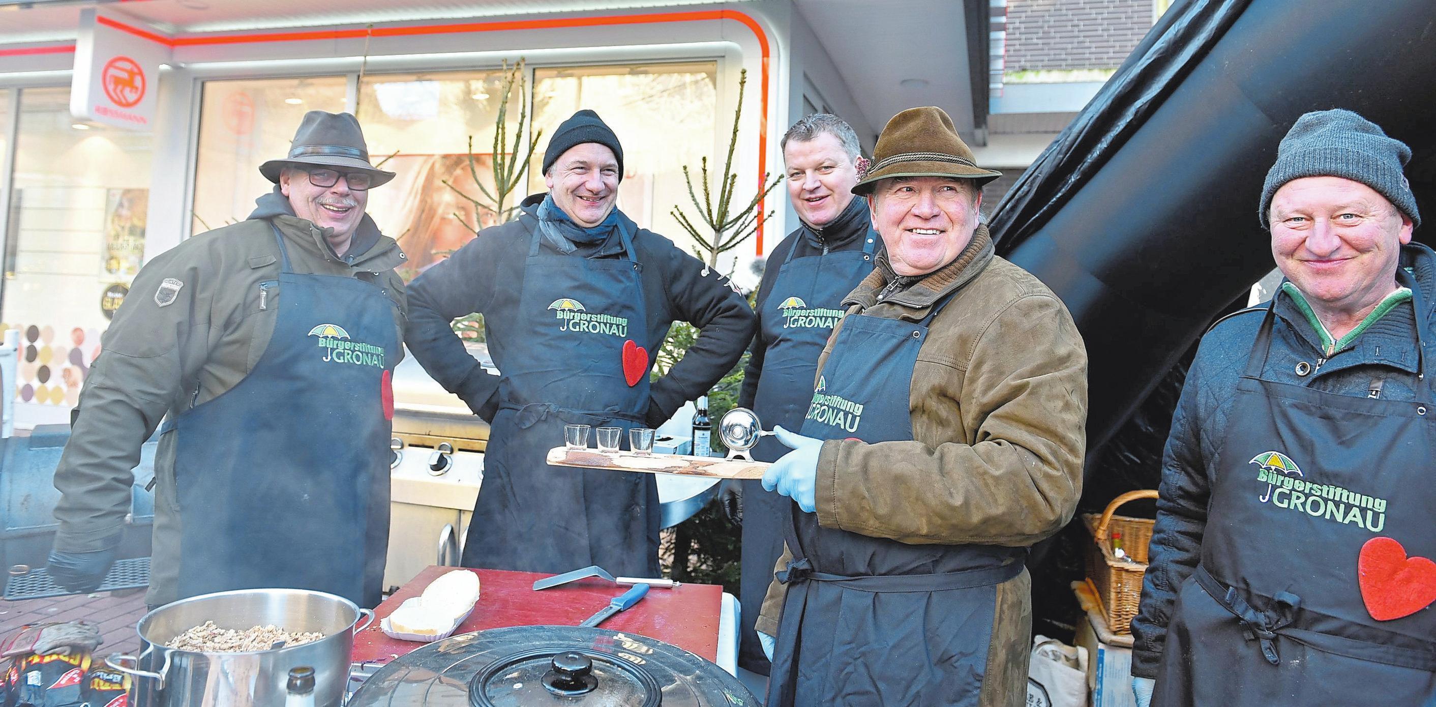 Der Weihnachtsmarkt lebt von der Initiative verschiedener Vereine und Gruppen Fotos: Hartmut Springer